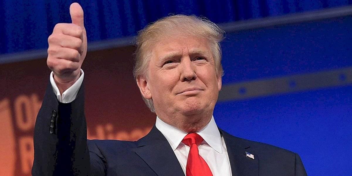 """""""Ha estado de pie y paseando"""": médico revela estado de Trump y afirma que podría ser dado de alta el lunes"""