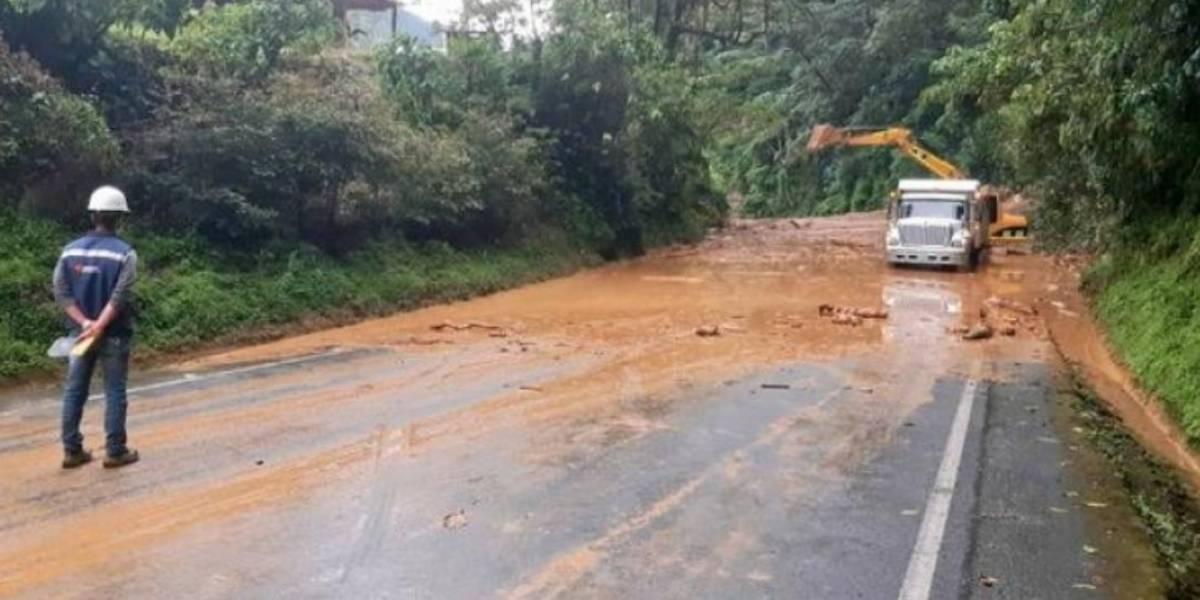 Autopista Bogotá - Medellín está cerrada por grave deslizamiento