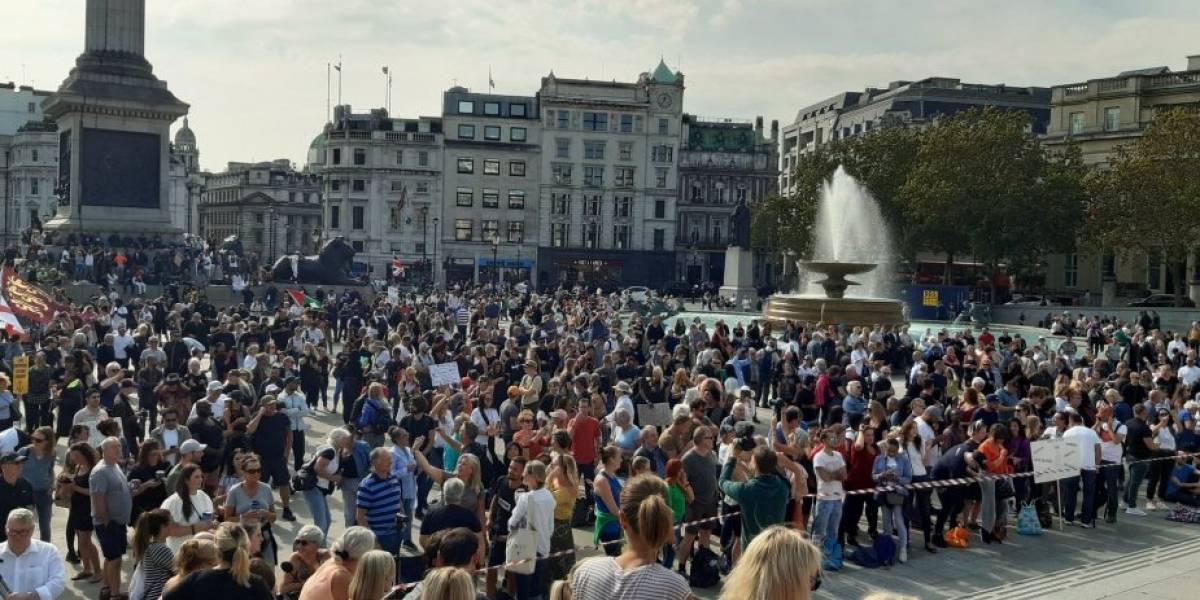 Protesta antivacuna, antimascarillas y anticoronavirus: así fue la masiva convocatoria contra el covid-19 en Londres