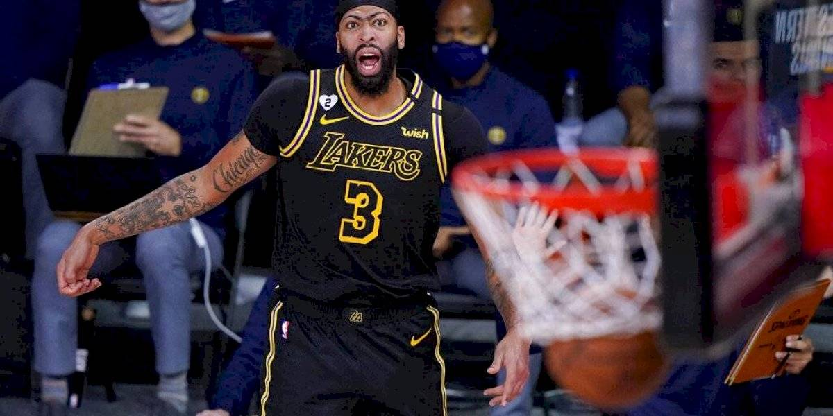 Lakers vencen a Denver con triple de último segundo de Anthony Davis