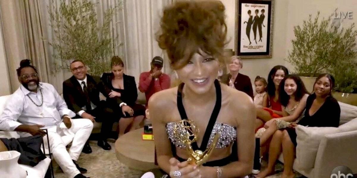 """Zendaya hace historia en los Emmy y se convierte en ganadora más joven en mejor actriz por """"Euphoria"""""""