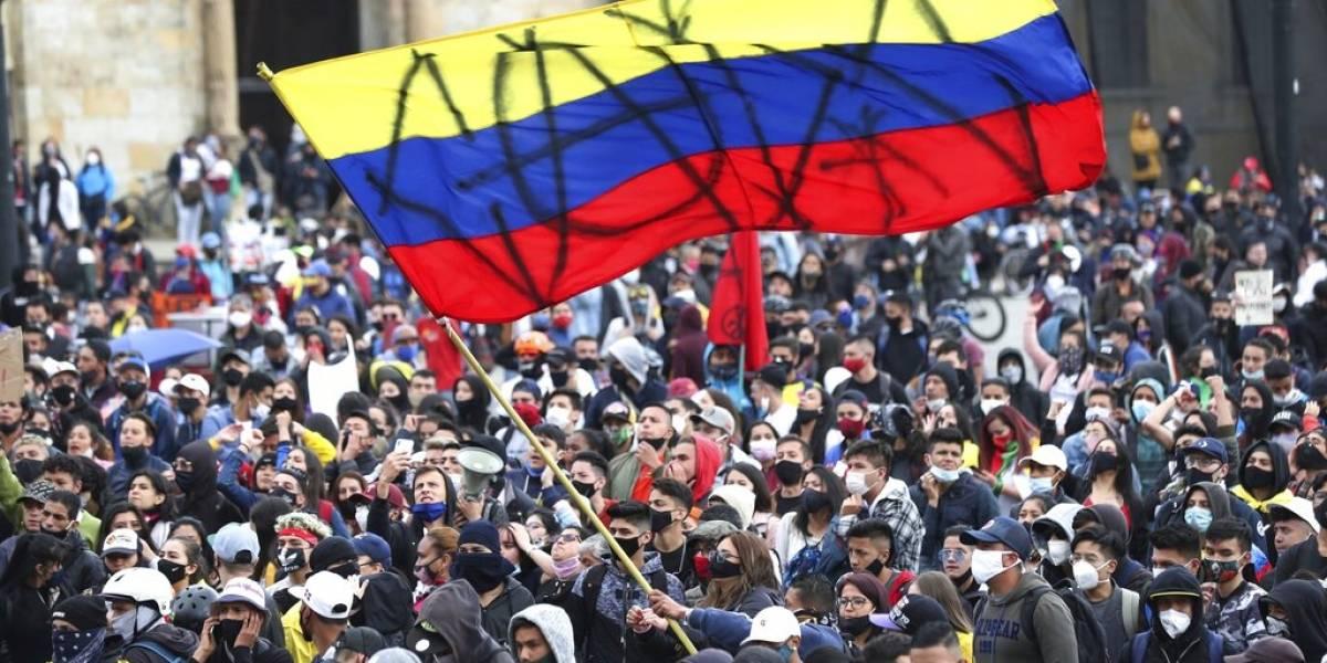 Crece tensión social: miles de colombianos se manifiestan contra la brutalidad policial