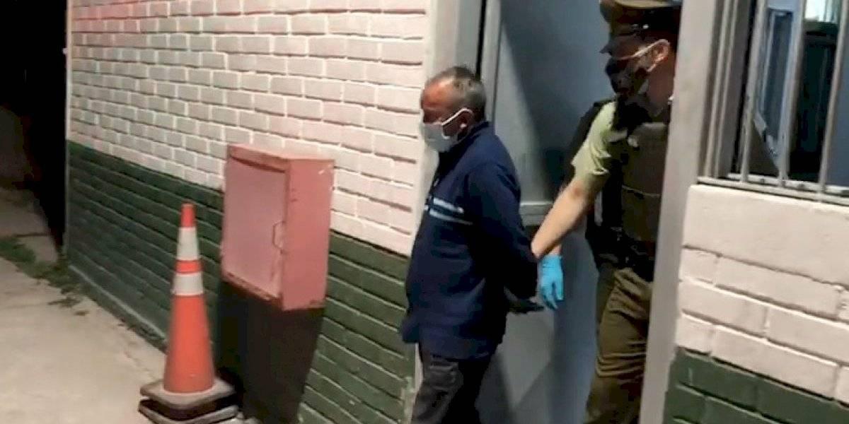 Encuentran cuerpo de un hombre en antejardín de una casa en San Bernardo