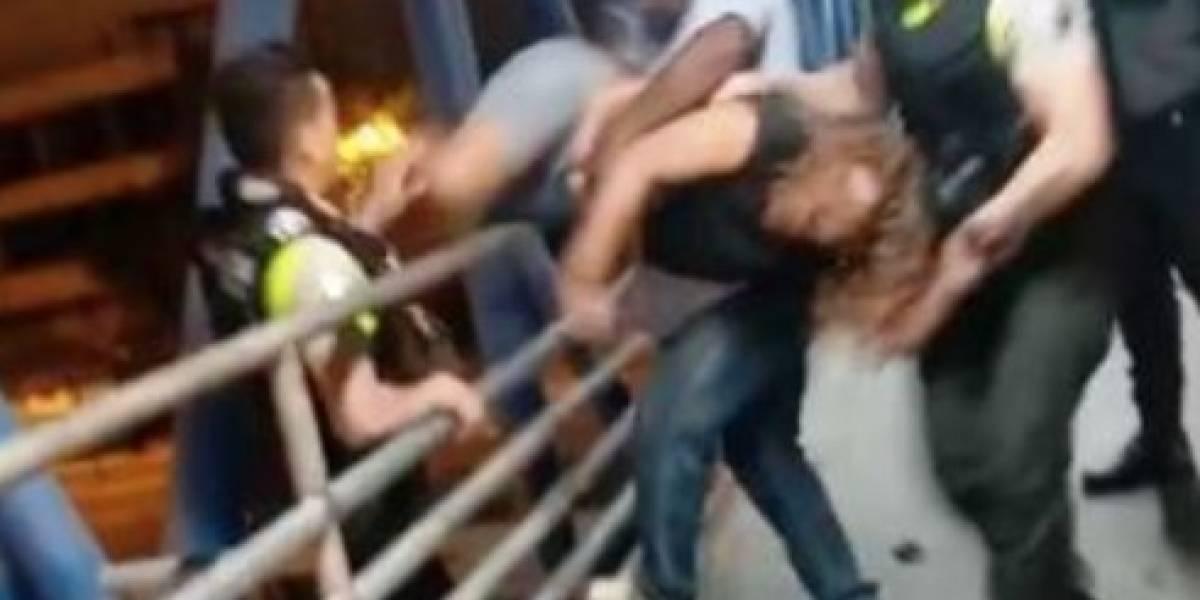 Video: Policía Nacional evitó que mujer se lanzara desde puente peatonal de la Trinitaria