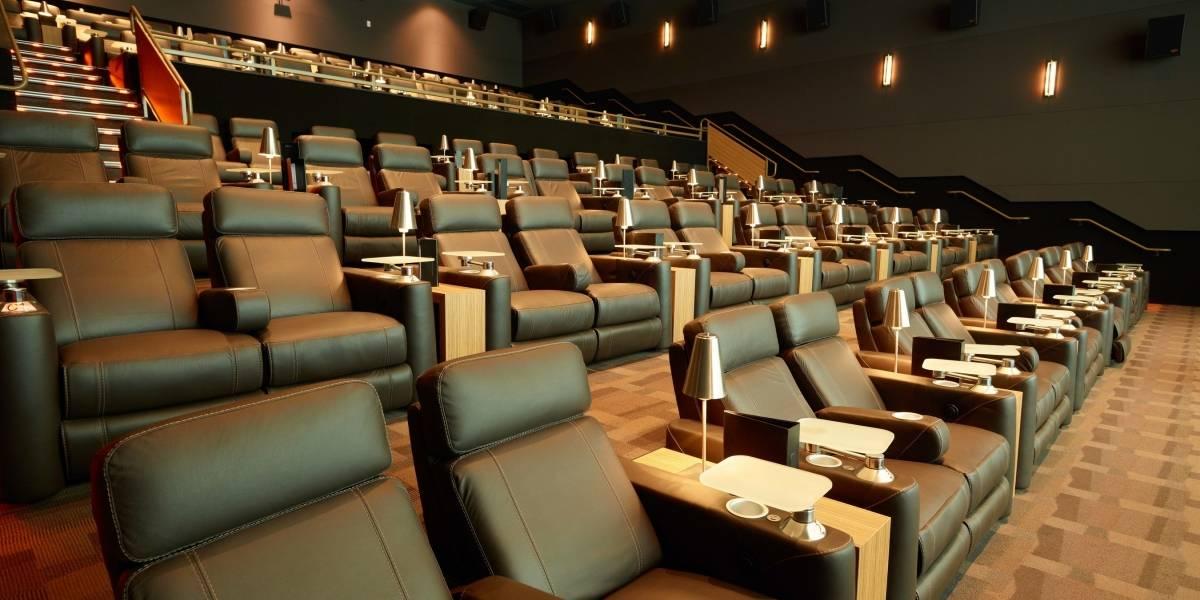 Las salas de cines de EU reabren con pobre variedad de películas