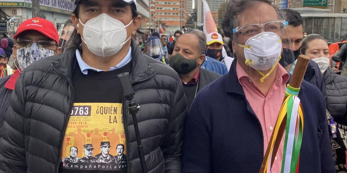 ¿Policía le tiró gases lacrimógenos a Gustavo Petro en medio de las marchas?