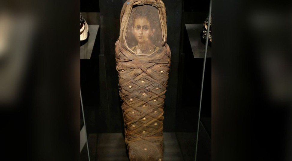 Niño egipcio momificado