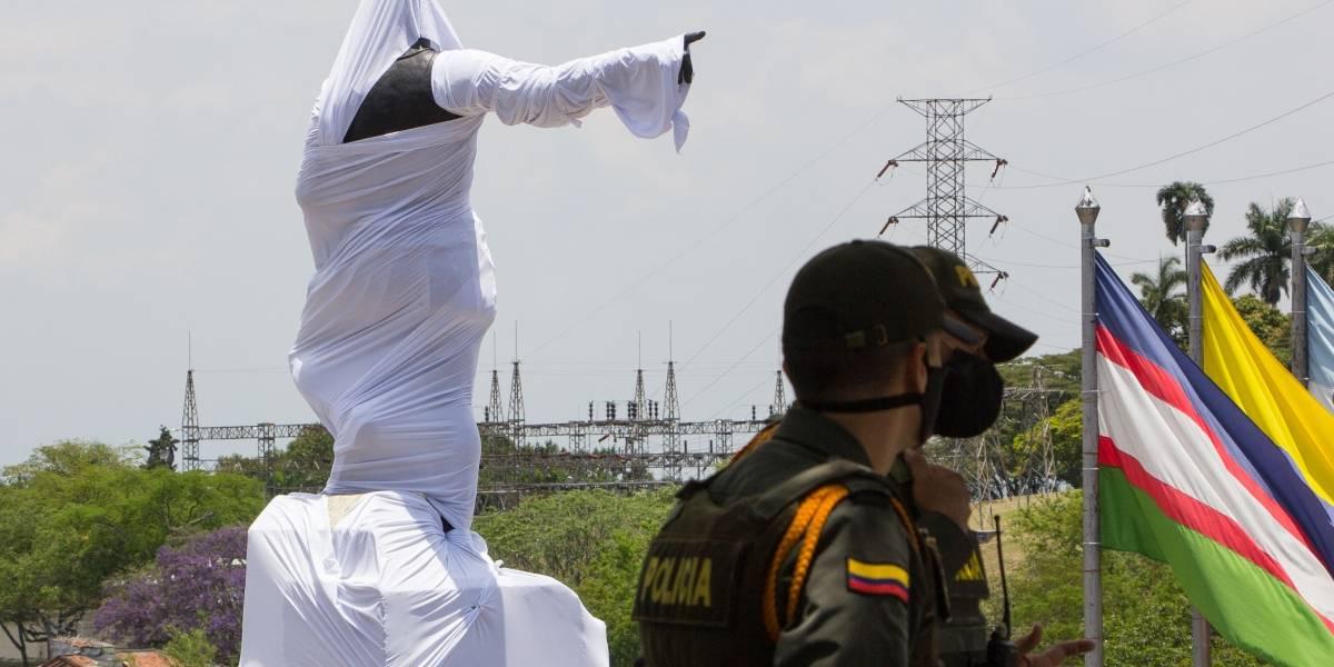 Cubrieron estatua de Sebastián de Belalcázar para las manifestaciones del 21S