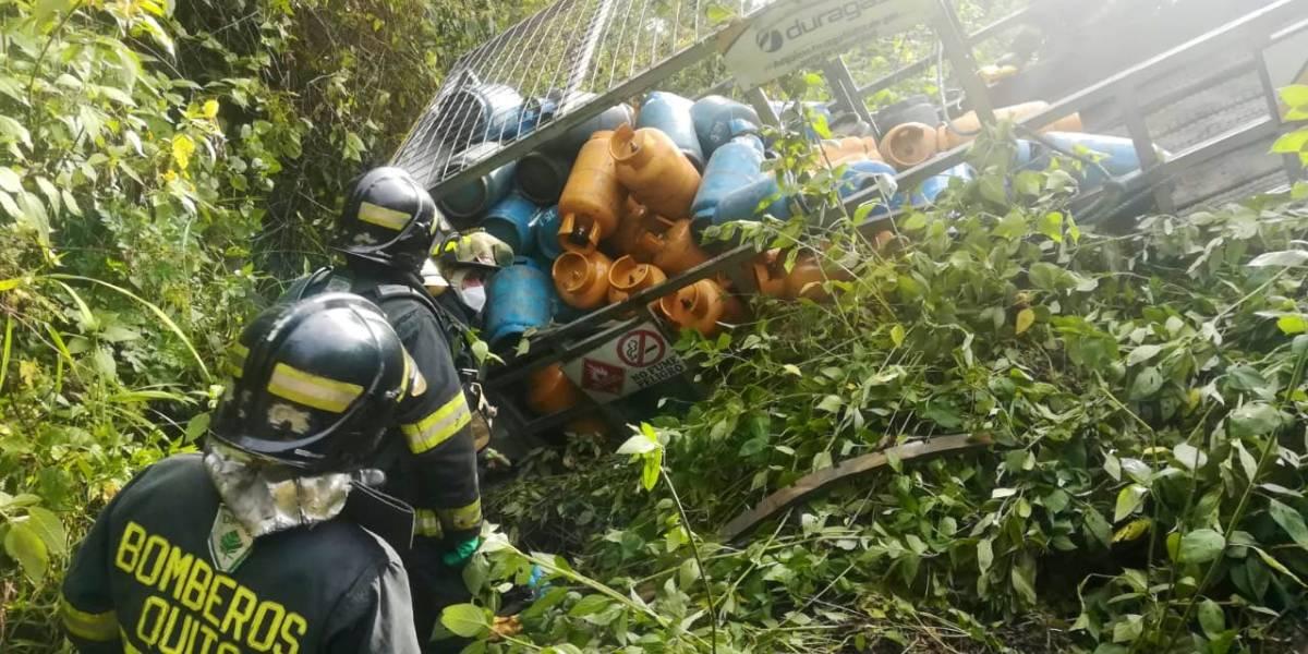 Quito: Camión distribuidor de gas sufrió accidente de tránsito que dejó una persona herida