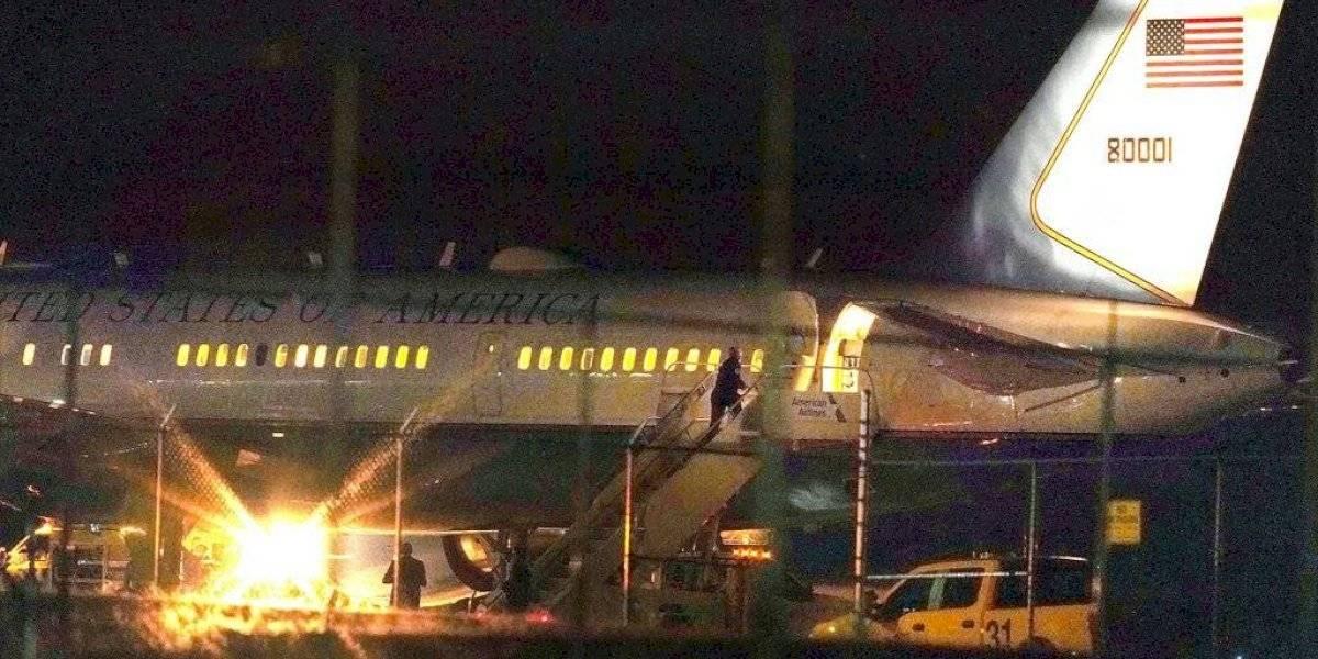 Avión en que viajaba Mike Pence vuelve a tierra tras golpear ave
