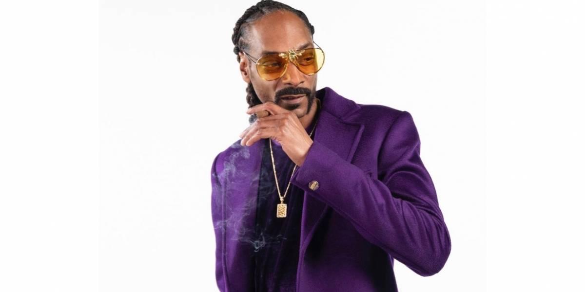 Fuera de una piscina, Snoop Dogg muestra cuerpo de culturista a sus 48 años