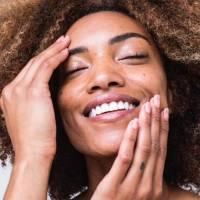 Tchau, brilho! 3 passos para controlar sua pele oleosa e ter um efeito mate
