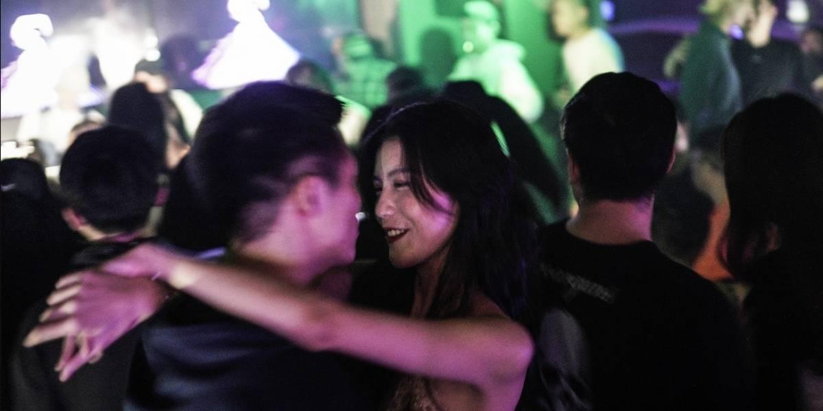 Así son las fiestas de discotecas en Wuhan con COVID-19