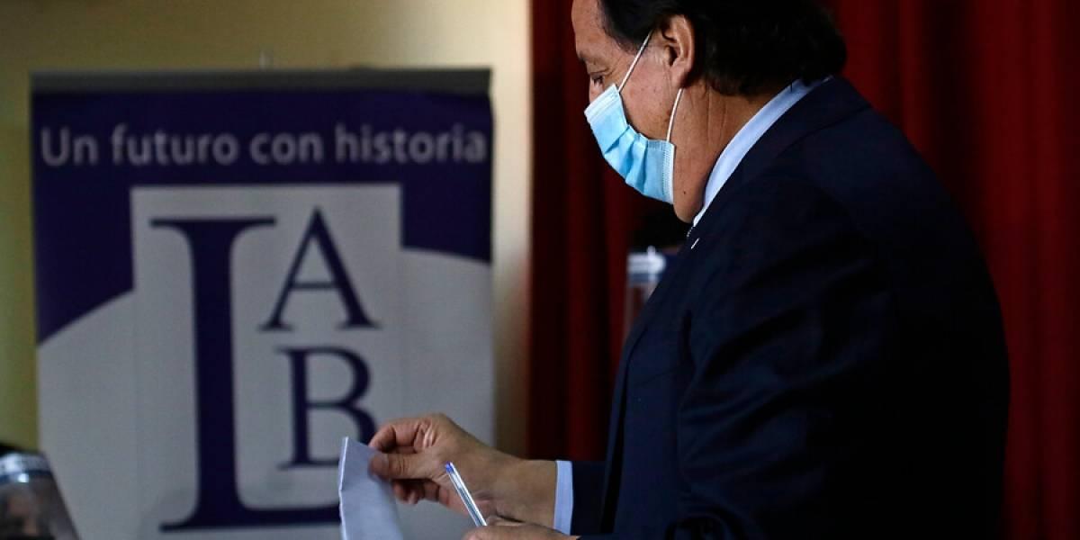 Contagiados por coronavirus quedan prácticamente fuera del plebiscito tras rechazo de la Cámara a voto remoto
