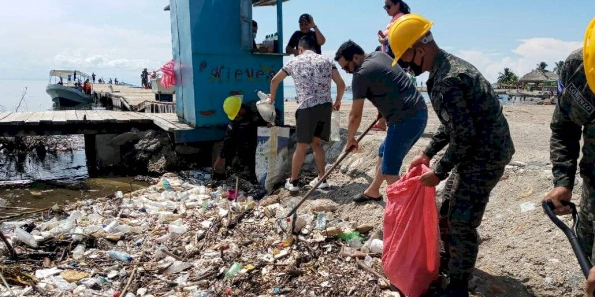 """Tsunami"" de basura inunda las playas de Honduras"
