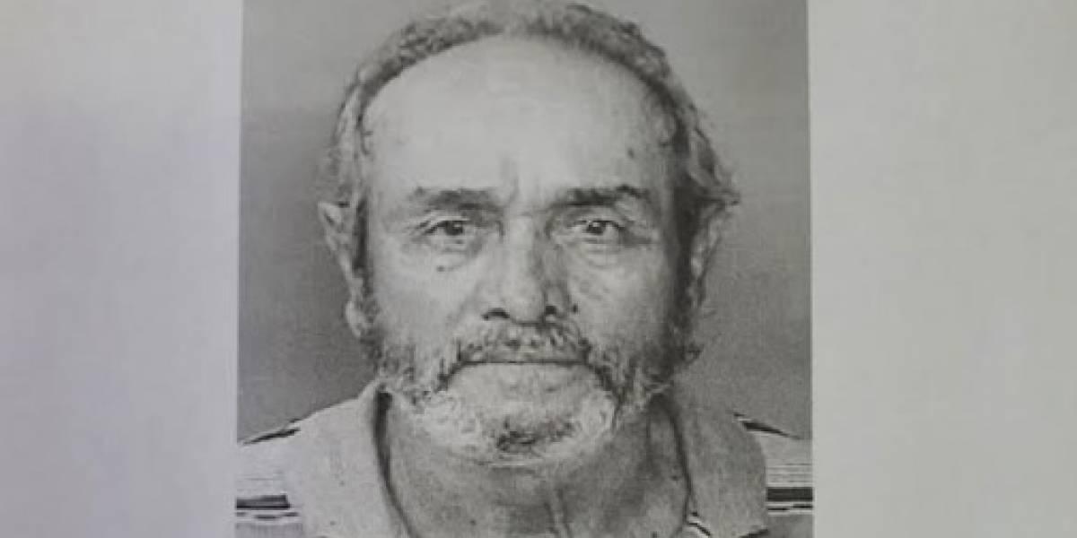 Radican cargos a hombre que golpeó a anciano con tubo de metal en San Juan
