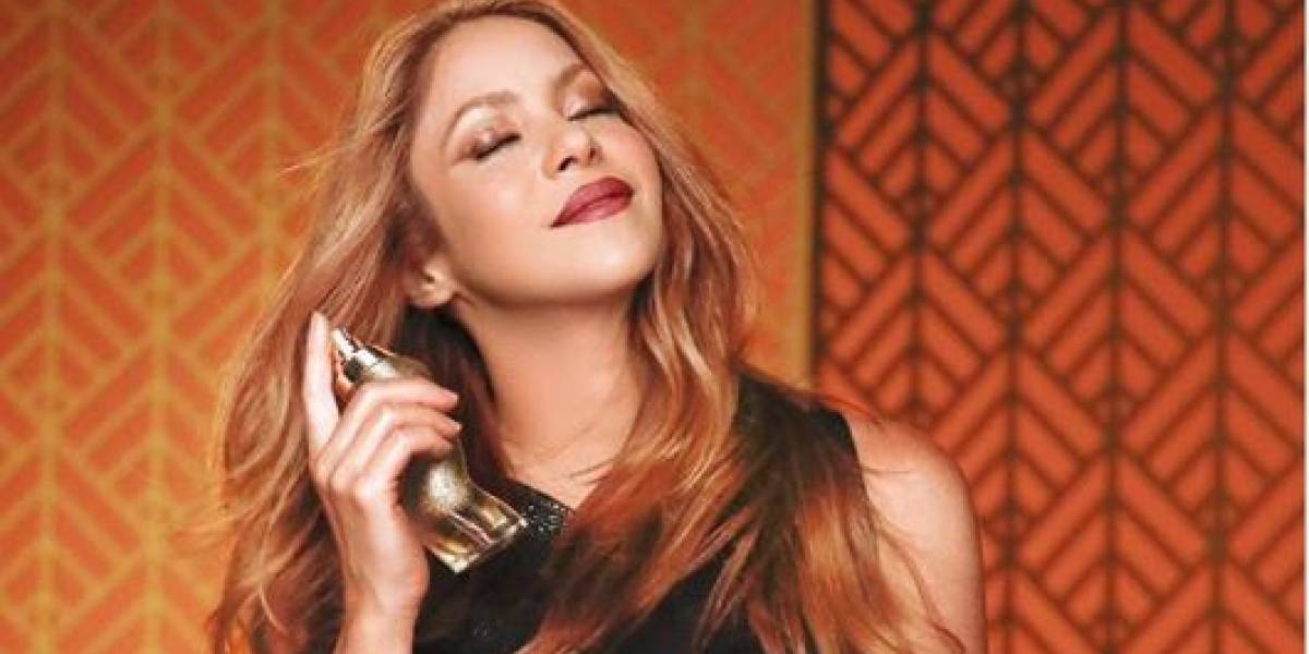 Shakira luce angelical con una maxi falda de tul fucsia estilo tutú y mini top
