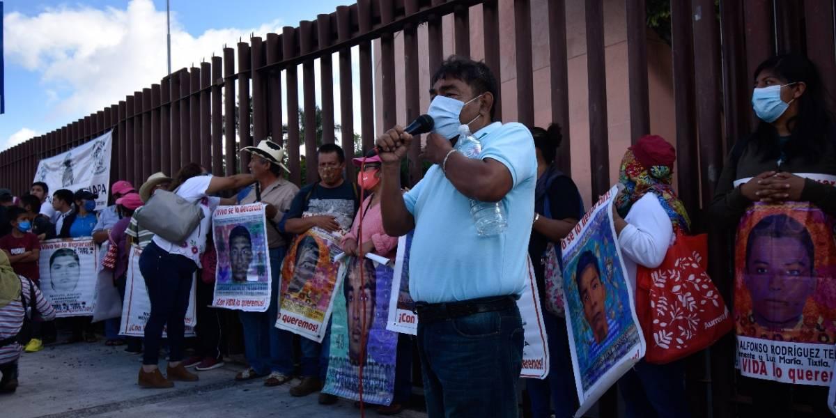 A 6 años de la tragedia de Ayotzinapa, padres piden cárcel para Murillo Karam y Zerón de Lucio