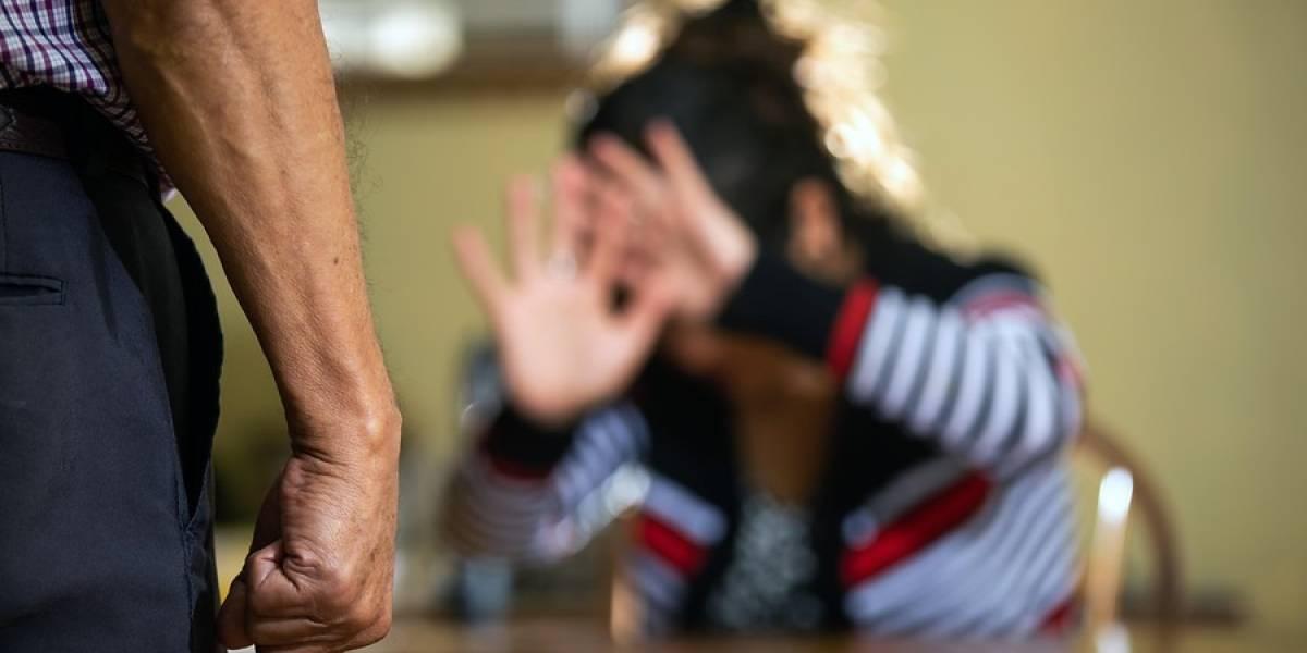 """""""Mi papá está matando a mi mamá"""": niño llamó a Carabineros para denunciar caso de violencia intrafamiliar"""