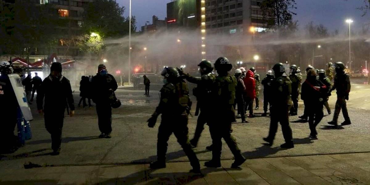 Carabineros confirma al menos 10 detenidos en nueva jornada de protestas en Plaza Italia