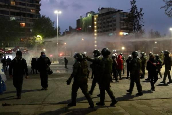 """PS, PPD y PR aseguran que actos de violencia en Plaza Italia """"desvían la atención del plebiscito"""""""