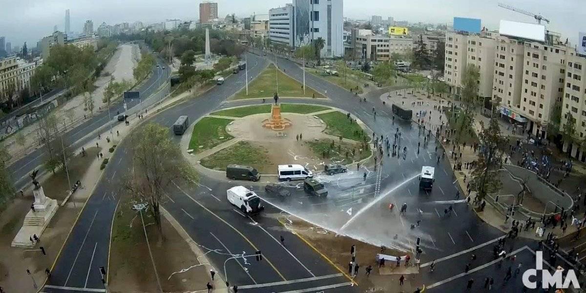 Carabineros dispersa a manifestantes en nueva jornada de protestas en Plaza Italia