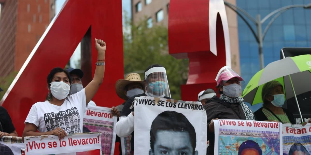 43 jóvenes normalistas desaparecidos en Ayotzinapa: detienen a 70 militares, policías y ex funcionarios del gobierno mexicano