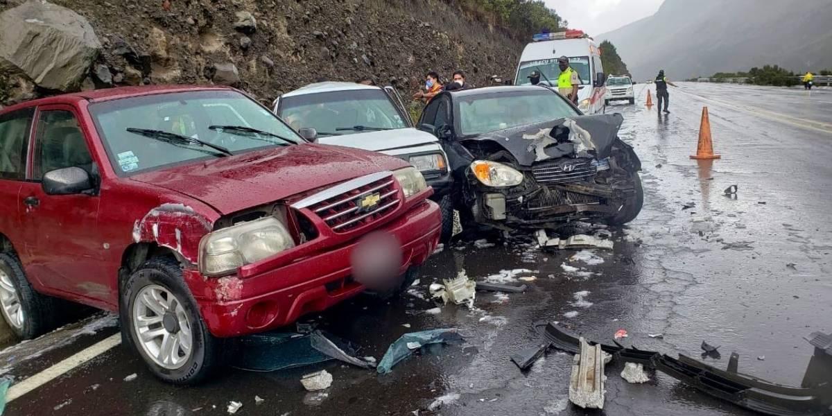 Accidente múltiple en Papallacta por fuerte granizada deja dos heridos