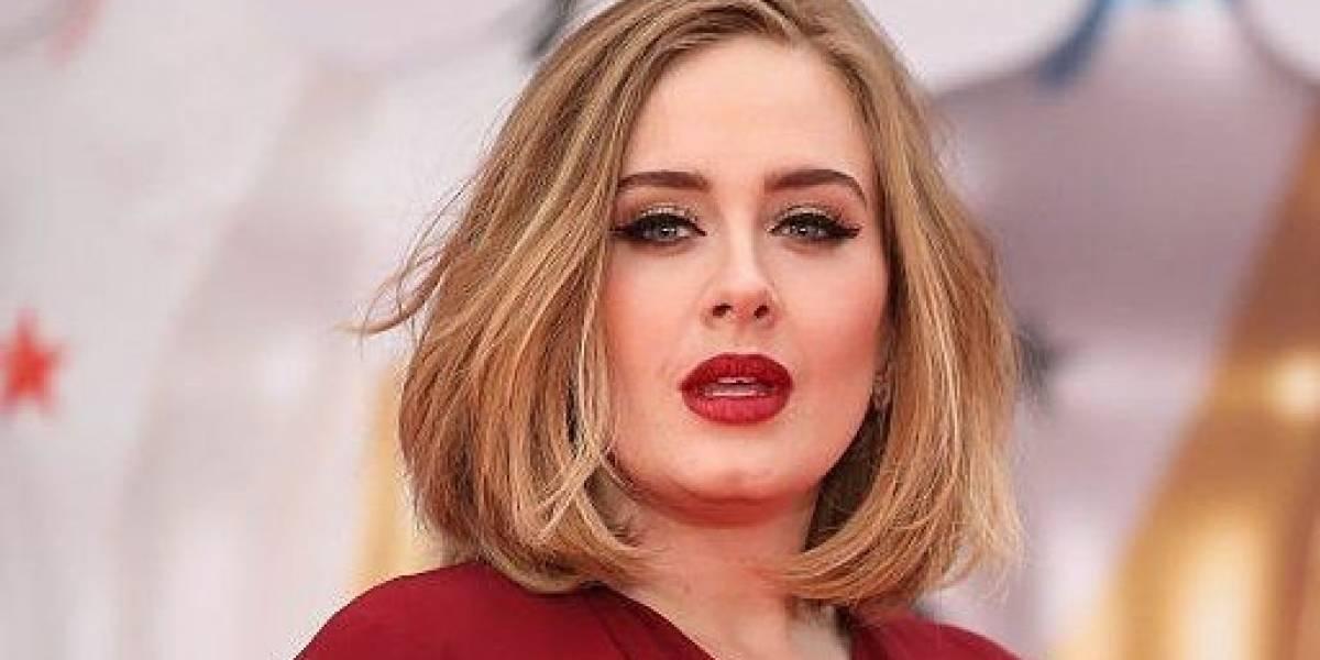 Adele sorprende con su sencillez en su hogar y luce adorable en su lujosa cocina