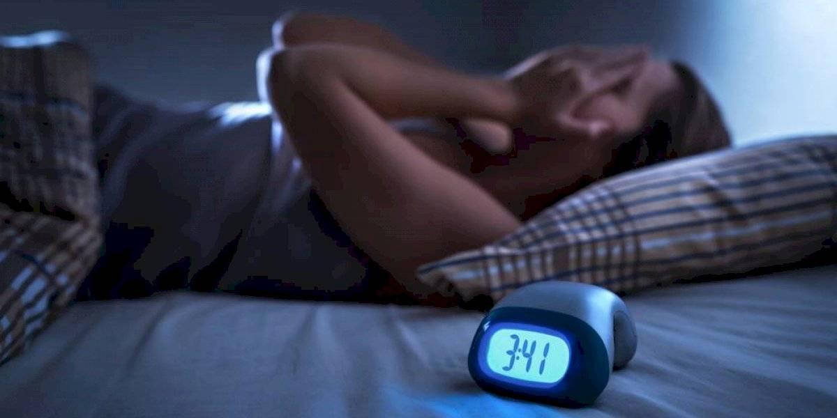 Dormir con mantas gruesas sería el remedio para el insomnio, según estudio