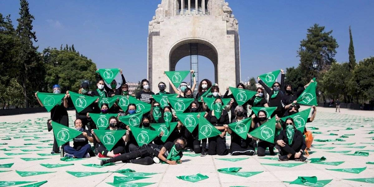 FOTOS: Tapizan con pañuelos verdes la Plaza de la República