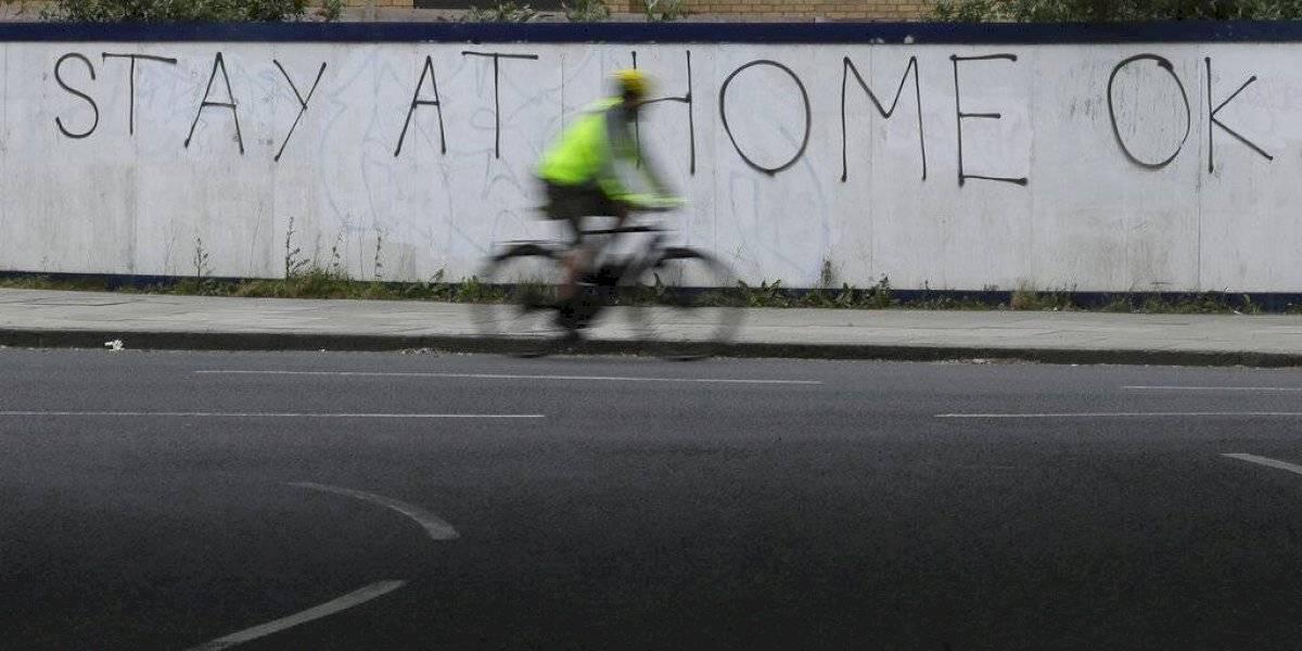 Inglaterra eleva las sanciones a quienes violen cuarentenas: aplicarán multas de hasta 10 millones de pesos