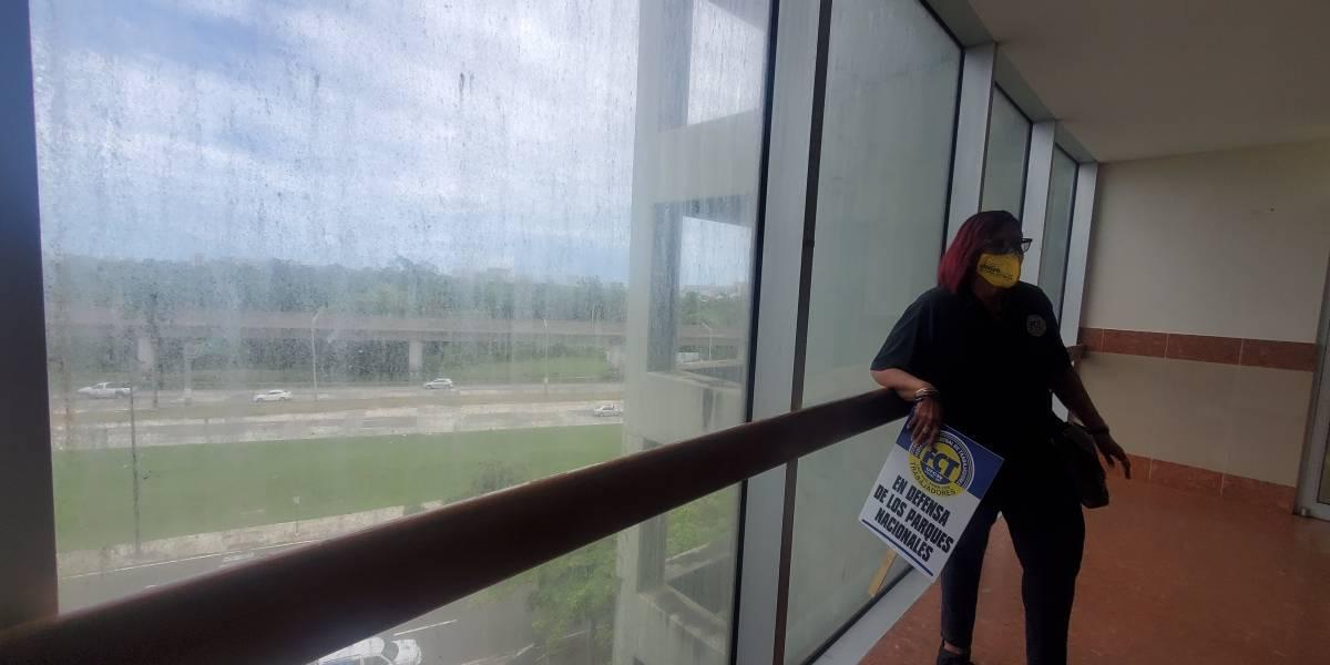 Denuncian condiciones insalubres en edificio del Departamento de Recursos Naturales