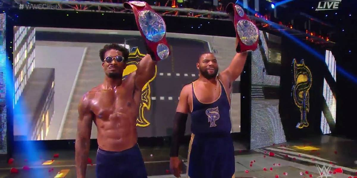Andrade y Ángel Garza, perjudicados por un réferi en lucha de campeonato de WWE