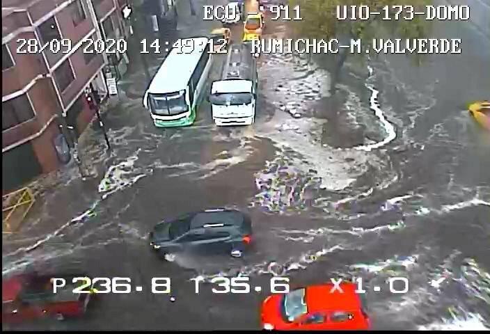 Acumulación de agua en Quito