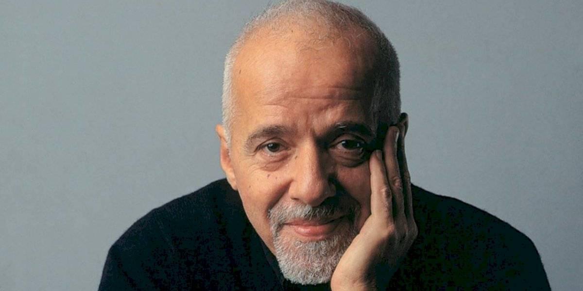 Paulo Coelho reacciona ante los videos de la quema de sus libros