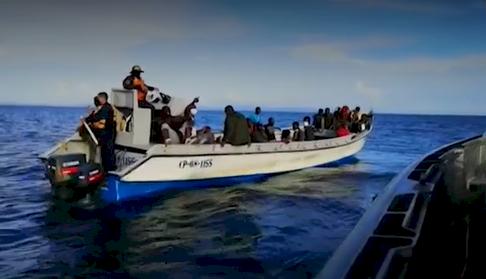 Cerca de cien migrantes haitianos con 33 niños incluidos naufragaron en el Urabá