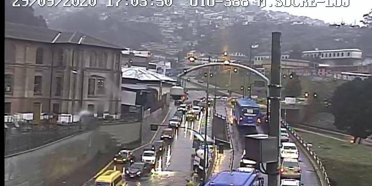 Lluvia en Quito provoca acumulación de agua en nueve sectores de la ciudad