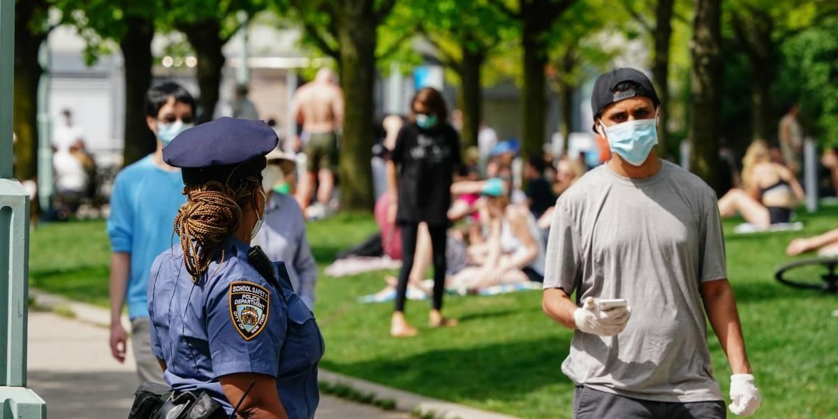 Autoridades de Nueva York advierten de multas por no usar mascarilla