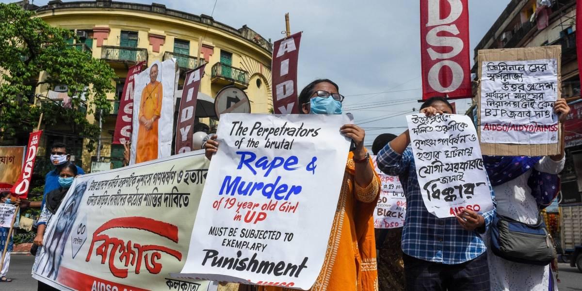 India.- Miles de personas salen a la calle en India por la violación en grupo de una joven de 20 años