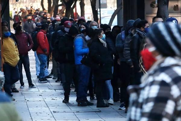 Continúa la crisis del covid-19: tasa de desempleo llegó al 12,9% con casi 2 millones de cesantes