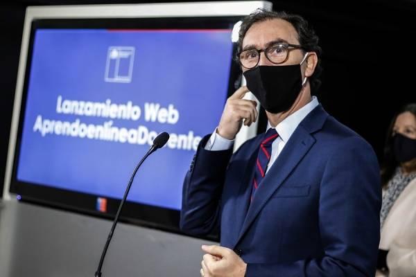"""Ministro Figueroa y el retorno a clases: """"Los apoderados no están obligados a enviar a sus hijos si por cualquier razón tienen aprensiones"""""""