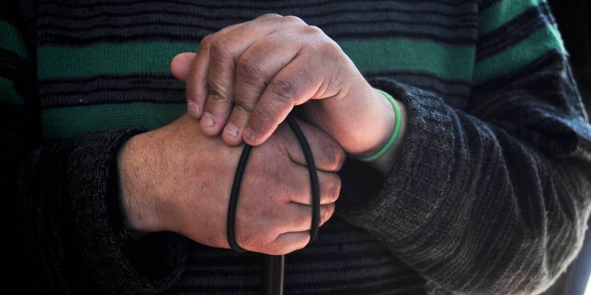 Sujetos roban y golpean a hombre ciego en Puerto Montt: lo dejaron abandonado en plaza y sin su bastón guía