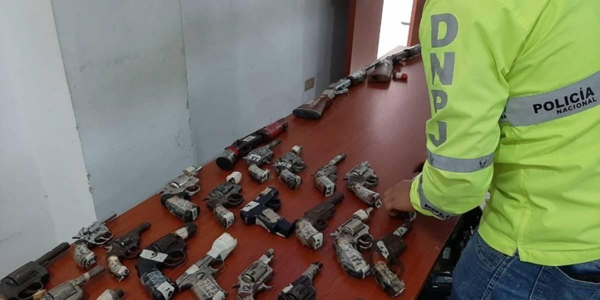 En Guayaquil la Policía entrego 95 armas a las FF.AA. para su destrucción