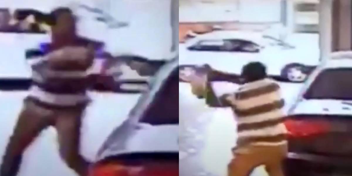 Hombre entra a una agencia de autos y destroza un Audi