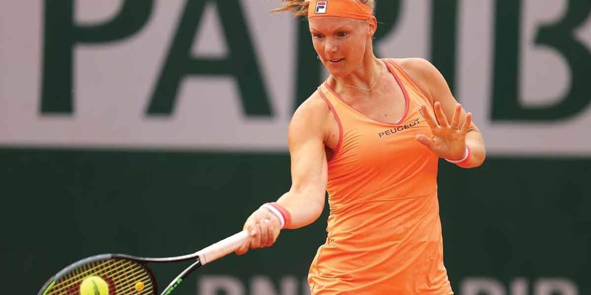 Roland Garros: Kiki Bertens deixa a quadra de cadeira de rodas... mas com a vaga