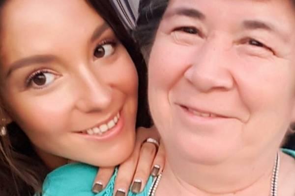 Kel Calderón pide buenas vibras para complejo momento de salud que vive su nana de toda la vida