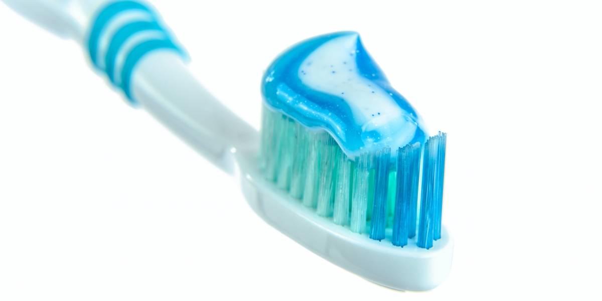 Hombre se traga cepillo de dientes mientras se lavaba la boca