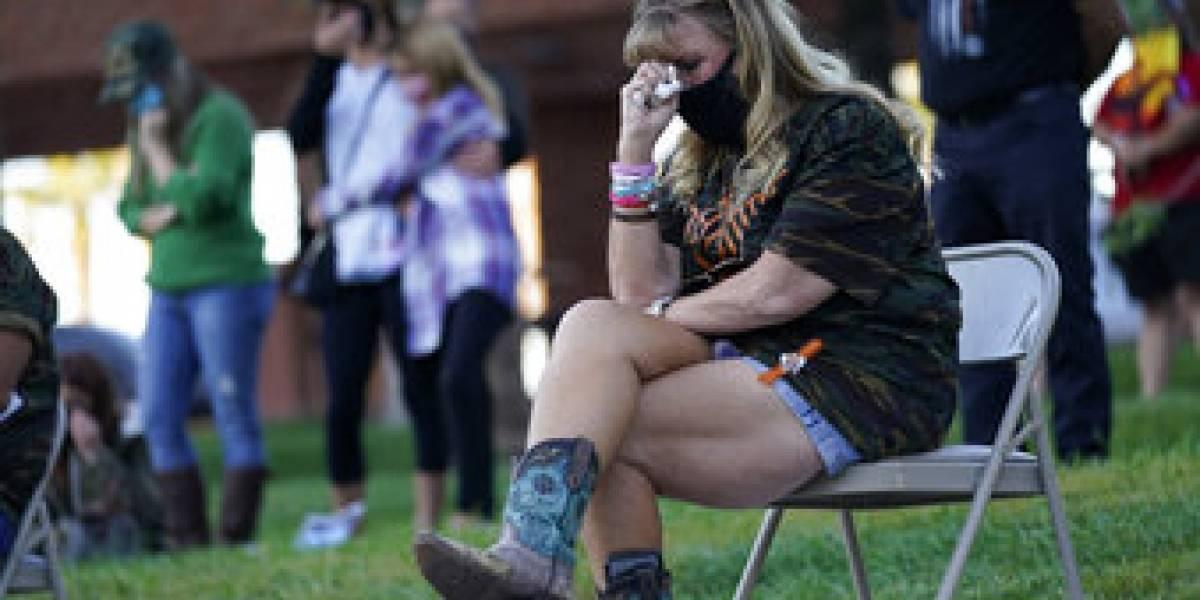 """58 cruces frente a  """"Welcome to Fabulous Las Vegas"""": conmemoraron la peor masacre a tiros de Estados Unidos"""