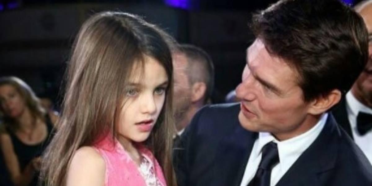 Hija de Tom Cruise luce adorable con pantalón de mezclilla y blusa de encaje